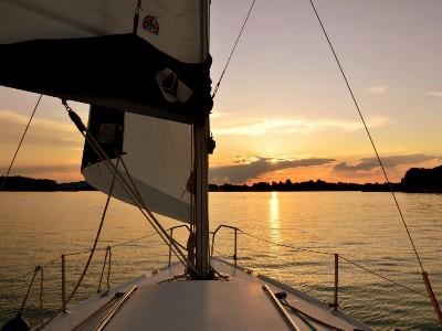 Der Chiemsee-Sonnenuntergang vom Boot