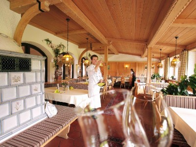 Restaurant mit Ofensitzbank