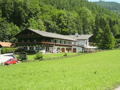 Haus mit Wiese