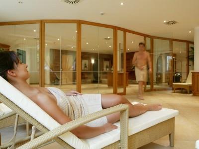 Relaxen im Wellnessbereich