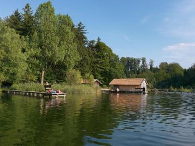 Bootshütte mit Steg